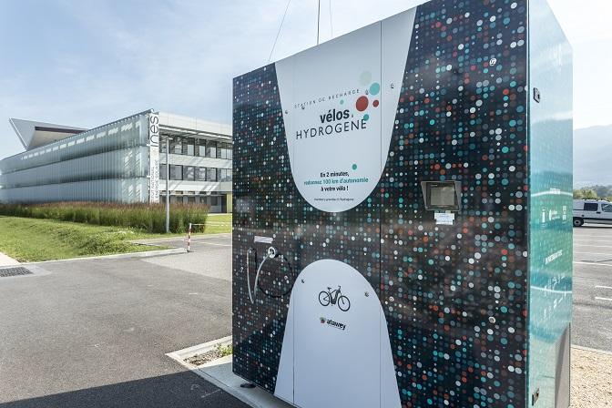 Station de recharge pour les velos a hydrogene a l'INES (Institut National Energie Solaire), Savoie Technolac