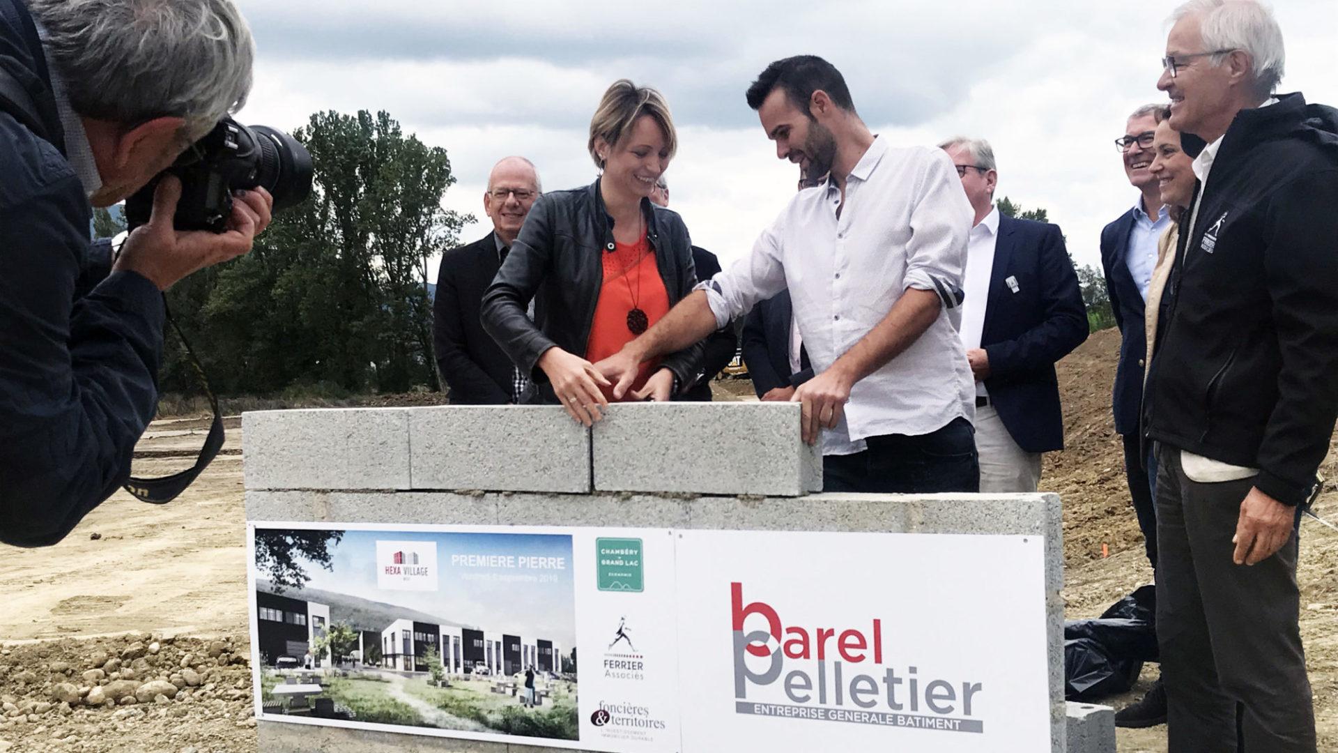 Pose de la première pierre de l'opération Hexa Village, 6 000 m² d'ateliers et de bureaux sur l'éco-parc Savoie Hexapole